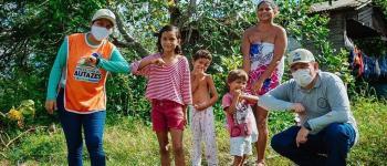 Famílias da Comunidade Novo Céu recebem produtos alimentícios da Prefeitura de Autazes